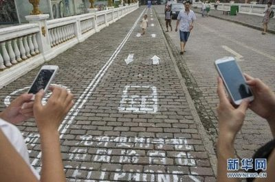 World's first mobile phone walking lane for 'zombie pedestrians'