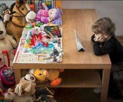 All tHeSe ToYs BuT yOu StIlL cHoOsE yOuR iPaD!?